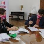 Ni Una Menos. Lucas Ghi y la ministra Estela Díaz firmaron un convenio que permite al Municipio atender «casos críticos» de violencia de genero en Morón.